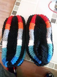 Winter Hats, Crochet Hats, Slippers, Ideas, Fashion, Slipper, Knits, Knitting Hats, Moda