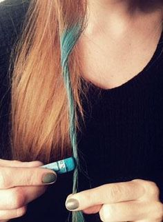 Beauty trend to try: Hair chalking. Click on the image to see how to do it.