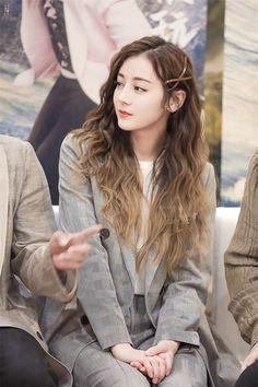 Korean Beauty Girls, Asian Beauty, Mode Bollywood, Stylish Photo Pose, Korean Girl Photo, Girl Fashion Style, Shot Hair Styles, Cute Girl Wallpaper, Digital Art Girl