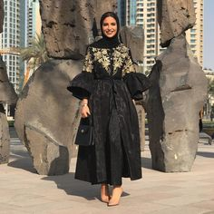 Latest Dubai Style Black Abayas Black abayas are always in trend and Dubai is at the forefront of the latest abaya designs. Every Muslimah should own at least one Latest Dubai style black abaya. A black abaya is such a classic,…Read Iranian Women Fashion, Arab Fashion, Islamic Fashion, Muslim Fashion, Modest Fashion, Fashion Dresses, Abaya Designs, Hijab Outfit, Abaya Mode