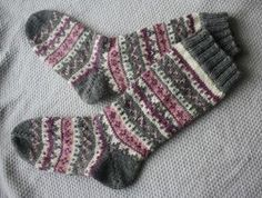 kirjoneulesukat - Google Search Knitting Charts, Knitting Socks, Knitting Videos, Hand Knitting, Knitting Patterns, Knit Stockings, Stocking Tights, Handgestrickte Pullover, Cute Socks
