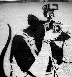 Banksy's Graffiti Rats - Romana Avila Banksy Graffiti, Arte Banksy, Banksy Rat, New York Graffiti, Street Art Banksy, Urban Graffiti, Graffiti Wall Art, Banksy Artwork, Stencil Graffiti