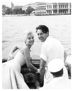 BELINDA-LEE-DONALD-SINDEN-on-boat-still-Venice-Film-Festival-g049