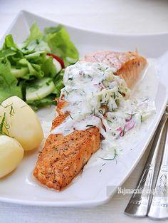 Najsmaczniejsze.pl: Łosoś z sosem tzatziki Cooking Time, Cooking Recipes, Healthy Recipes, Polish Recipes, Fish Dishes, Fresh Rolls, Krabi, I Foods, Seafood