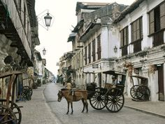 Vigan is LITERALLY OLD School. The best way to go around is by foot or by calesa since some streets couldn't accompany cars.