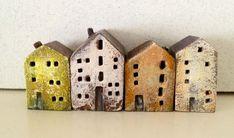 Ik hou heel veel van kleine huisjes. Huisjes in hout, in keramiek, huisjes alleen of in een rijtje, maa...