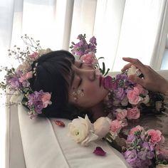 girl ulzzang 얼짱 aesthetic soft minimalistic light korean kawaii japanese asian cute kpop pretty photography art artistic ethereal g e o r g i a n a : e t h e r e a l Flower Aesthetic, Purple Aesthetic, Aesthetic Photo, Aesthetic Girl, Rosa Tattoo, Hinata Hyuga, Ulzzang Girl, K Pop, Pretty People