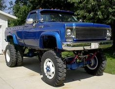 LIFTEDCHEVY.COM » Lifted Chevy Trucks » 1980 Chevy 1-ton with 15″ Lift Suspension