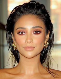 ♥️ Pinterest: DEBORAHPRAHA ♥️ Shay Mitchell red eyeshadow makeup look