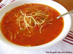 Tous les goûts sont chez Barbara: Soupe tomates vermicelles classique en un clin d'oeil Canadian Food, Chowder Recipes, Soups And Stews, Veggie Recipes, Thai Red Curry, Crockpot, Food To Make, Sandwiches, Food And Drink
