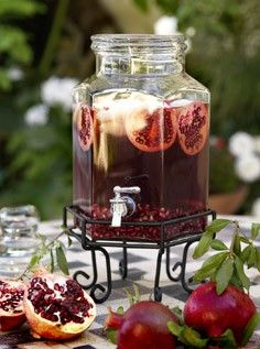 Pomegranate Iced Tea: 2 black tea bags 1 cup hot water 1 cup pomegranate juice 2–4 Tbs. honey (optional) 1 cup ice cubs Pomegranate seeds and slices as garnish 1. In a pitcher, steep the tea bags in hot water for 3 minutes. Remove bags. 2. Add the pomegranate juice and stir well. If using honey, stir in now. 3. To serve, pour into tall glasses over ice and garnish with fresh pomegranate seeds and slices.
