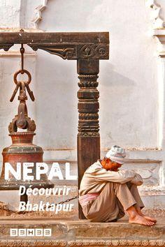 Récit de voyage et infos pratiques sur la ville médiévale de Bhaktapur, au Nepal. #voyage #nepal #voyagenepal #recitdevoyage Voyage Nepal, Street Art, Greek, Articles, Statue, Blog, Travel, Medieval Town, Viajes