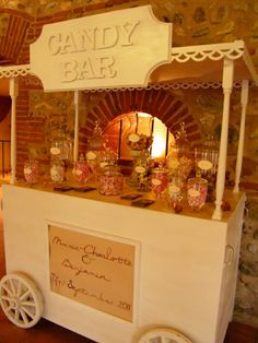 Cute cart for candy display. At the office for Fine Details Cleaning, we have something very similar set up for all our staff. When all the jars are empty, we refill with something new and different. Not the healthiest perhaps but everyone smiles ~FDC Buffet Dessert, Dessert Bars, Candy Table, Candy Buffet, Sweet Carts, Bar A Bonbon, Candy Display, Bar Displays, Candy Cart