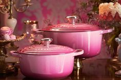 Premium French cookware brand Le Creuset have released a limited edition berry collection which is set in an ombre pink shade Le Creuset Cookware, Cookware Set, Le Creuset Pink, Kitchen Design, Kitchen Decor, Pink Dishes, Kitchen Pantry, Kitchen Corner, Kitchen Stuff