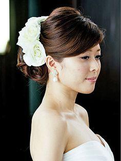 白バラの気品とみずみずしさを生かして 清楚で優しいオーラを放つ花嫁美が完成/Side