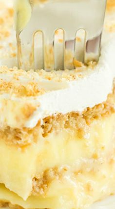 Grandma's Icebox Cake ~ Simple layers of graham crackers and vanilla pudding, topped with Cool Whip and graham cracker crumbs.