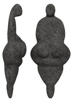Replică a figurinei cunoscute sub numele de Venus din Lespugue, o mică statuetă din fildeş, descoperită în Franţa, având vârsta de 26,000 - 24,000 BC.
