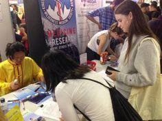 Introducing Falun Dafa at King's College London | Falun Dafa - Minghui.org