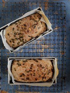 Brød med gresskarkjerner og honning
