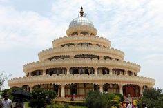 6 Popular Ashrams in India: Art of Living Ashram