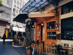 Bougatsadiko (Μπουγατσάδικο) in Athens was my favourite Coffee Shop in town with the best service and Freddos!