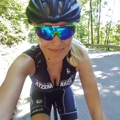 Feierabendtour#sexycyclingcalendarswiss #feierabend #atzenirace #atzeniracecollectionbykristinatzeni #zürichsee #stravacycling #stravagirl #cycling_queens #womanonbike #moonsbreakfast #saliceglasses #meridabikes #giordana_schweiz #kask_cycling #rapperswil #radsport #ciclisimo #bicycle #fitness