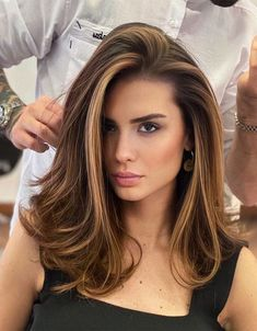 Gorgeous Medium Brown Hair Looks for Girls In 2020 Brown Hair Balayage, Brown Blonde Hair, Hair Color Balayage, Balayage Hair Brunette With Blonde, Medium Blonde, Lowlights On Brown Hair, Brown Medium Length Hair With Highlights, Balayage Hair For Brunettes, Brown Hair Bangs