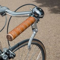 Our tan leather reflective handlebar tape perfectly matches the leather on your Brooks saddle. #bicycle #handlebartape #leather #reflective #britishmade #brooks #brookssaddle