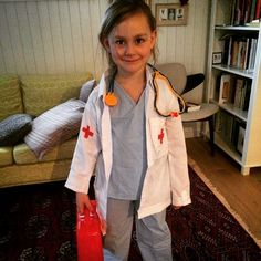 See how I made a cute children's doctor costume including scrubs and a doctor coat out of a men's dress shirt. Toddler Doctor Costume, Doctor Halloween Costume, Toddler Costumes, Baby Costumes, Halloween Costumes For Kids, Halloween 20, Doctor Coat, Diy Doctor, Doctor For Kids