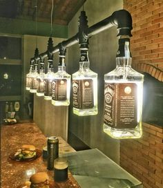 Lustre Industrial de garrafas Jack Daniel's Mais for his man cave Lustre Industrial, Industrial Style, Kitchen Industrial, Industrial Lighting, Industrial Man Cave Ideas, Industrial Closet, Industrial Chandelier, Industrial Windows, Industrial Chair