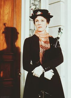 Mary Poppins (Robert Stevenson, - Saw the entite film for the first time. :-] I always liked Julie Andrews and I like her even more now. Julie Andrews Mary Poppins, Mary Poppins Movie, Mary Poppins 1964, Mary Poppins Costume, Divas, My Fair Lady, Movie Halloween Costumes, Eartha Kitt, Disney Films