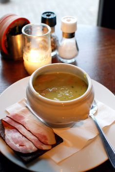 erwten soup met worst en roggebrood (pea soup with sausage and rye bread)