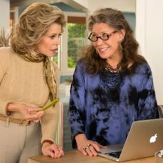 Shopping: Grace and Frankie Style. We love the Netflix series, Grace and Frankie, starring Jane Fonda as Grace, and Lily Tomlin as Frankie, whose husbands, played by Sam Waterston and Martin Sheen left them to marry each other.