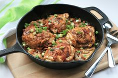 KETO SMOTHERED CHICKEN THIGHS servings): Topped with bacon, mushrooms, green onions, and a creamy sauce, these chicken thighs are sure to become a favorite on your keto menu. New Chicken Recipes, Chicken Thigh Recipes, New Recipes, Cooking Recipes, Healthy Recipes, Skillet Recipes, Skillet Cooking, Skillet Dinners, Recipes