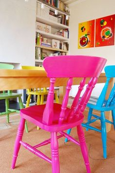Deco Colouful Painted Dining Chairs Various Types Of Flooring For Homes Floors are usually the part Colored Dining Chairs, Dining Table Chairs, Room Chairs, New Furniture, Painted Furniture, Furniture Projects, Furniture Design, Decoupage Furniture, Country Furniture