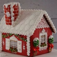100 Gingerbread House Ideas to give your Christmas Party a Delicious Dose of Happiness - Hike n Dip - - Thinking about Gingerbread house decorating party? Then you have to have a look at these delicious and cute Gingerbread house ideas right here. Gingerbread House Designs, Christmas Gingerbread House, Felt Christmas, Christmas Baking, Christmas Crafts, Christmas Decorations, Gingerbread Houses, Gingerbread House Decorating Ideas, Royal Icing Gingerbread House