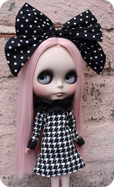 I love blythe dolls. I need to do some work on mine