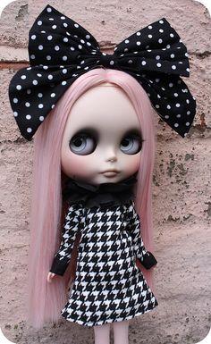I love blythe dolls. I need to do some work on mine