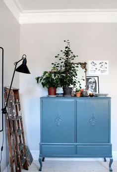 vintage cabinets are my steeze Home Living Room, Interior Design Living Room, Living Room Decor, Interior Decorating, Living Room Inspiration, Interior Inspiration, Azul Niagara, Painted Furniture, Home Furniture