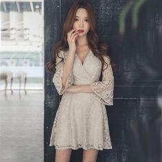 低胸V领七分袖高腰蕾丝连衣裙