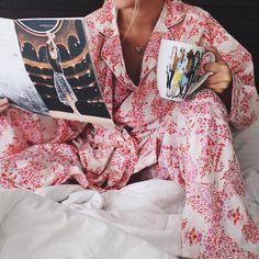 GINA YBARRA. sur Instagram: Barely waking up on this rainy Sunday with my comfy @plumprettysugar PJ set //. How's your Sunday treating ya? www.liketk.it/1N1YS #liketkit.