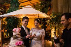 casamento denise & lessandro-brinde noivos Foto lari Guimarães. Bistrô Duchmp. Bolo Délices de sucre