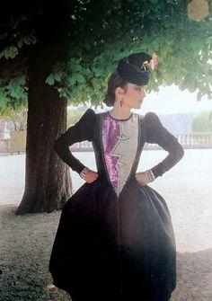 Yves Saint Laurent Haute couture hiver 1979/80. Photographie de Horst.