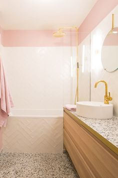 How to Finish Your Basement and Basement Remodeling – House Remodel HQ Man Bathroom, Attic Bathroom, Diy Bathroom Decor, Modern Bathroom, Diy Bathtub, Bathtub Remodel, Bath Tub, Bathroom Design Layout, Bathroom Interior Design