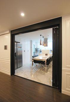 [BY 라움디자인] 안녕하세요. 라움디자인입니다~! 오늘 소개 해 드릴 집은, 서울시 마포구 염리동에 ... Korean Apartment, Interior Architecture, Interior Design, 3d Wall Panels, House Made, Apartment Interior, Windows And Doors, Living Room Designs, Luxury Homes