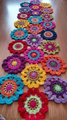 New Snap Shots Crochet Flowers rug Thoughts Häkeldeckchen Teppich Tischläufer Super Ideen, Crochet Doily Rug, Crochet Mandala Pattern, Crochet Square Patterns, Crochet Home, Crochet Gifts, Crochet Designs, Crochet Flowers, Free Crochet, Knitting Patterns