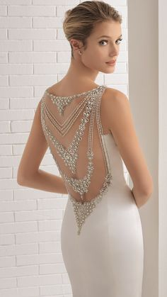 Aire Barcelona BRONCE wedding dress. That beaded illusion statement back is absolutely gorgeous! @airebarcelona #AireBarcelona #AireBarcelona2018 #weddingdress #weddinggown #bridal #wedding #illusionback #modernbride #sponsored