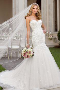 This mermaid Stella York wedding gown is pure elegance