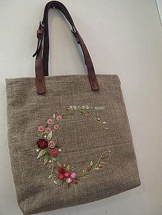 Getting to Know Brazilian Embroidery - Embroidery Patterns Embroidery Purse, Hardanger Embroidery, Hand Embroidery Designs, Ribbon Embroidery, Embroidery Ideas, Patchwork Bags, Quilted Bag, Japanese Bag, Brazilian Embroidery