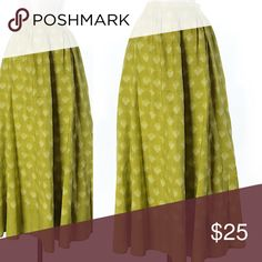"Green Silk Maxi Skirt Great green printed Banana Republic silk skirt. 36"" length, 100% silk. Such a great color! ⚡️don't forget to BUNDLE⚡️ Banana Republic Skirts Maxi"